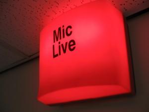 mic-live-sign